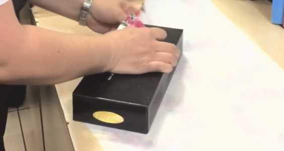 Here's A New Creative Way To Wrap A Gift Within 15 Seconds, Plus The Japanese Style