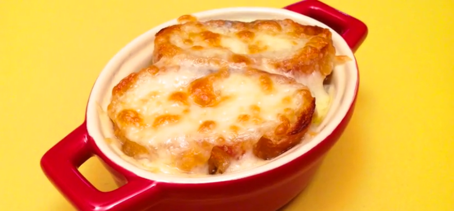 Video Shows On How To Make A Classic French Onion Soup. So Delicious.