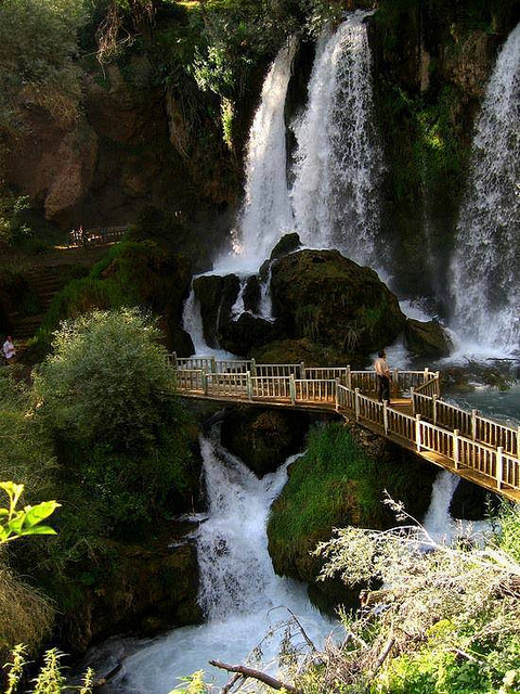 15 World's Most Amazing Waterfalls Will Blow You Away ...