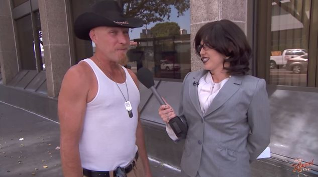 Miley Cyrus Disguised as a Reporter and Was Surprised with the People's Reaction About Her.