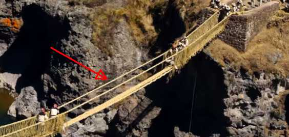 Awesome Engineering: This Bridge In Peru Which Is Made Of Grass Is Rebuilt By Hand Every Year