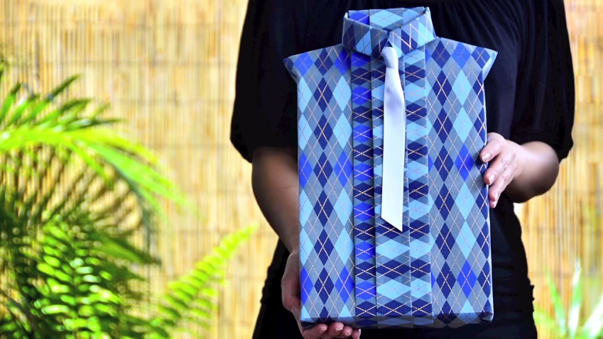 Learn How To Wrap A Gift To Look Like A Shirt – So Unique And Easy…