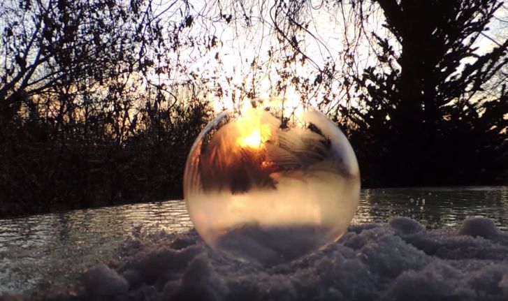 Artist Shows Incredible Moments Bubbles Freezing In Real Time. Stunning.