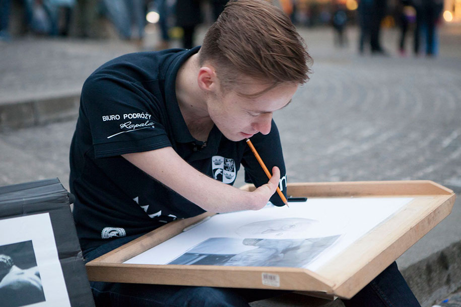 Amazing Artist Being Born Without Hands Does Realistic Drawing – This Is So Inspiring