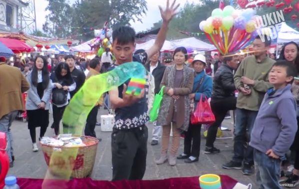 Street Performer Shows Off Amazing Slinky Skills. Just Impressive.
