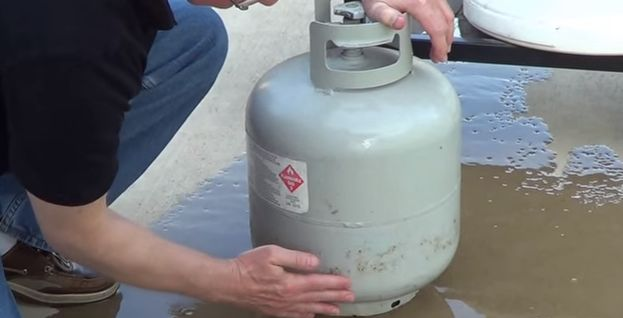 Know The Level Of Your Propane Tank Using This Simple Tip